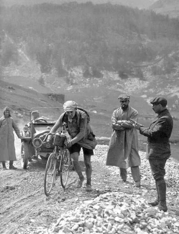 Image of Octave Lapize on Col du Tourmalet 1910 Tour de France