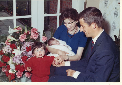 Image of Tom and Helen with daughters Jane and Joanne
